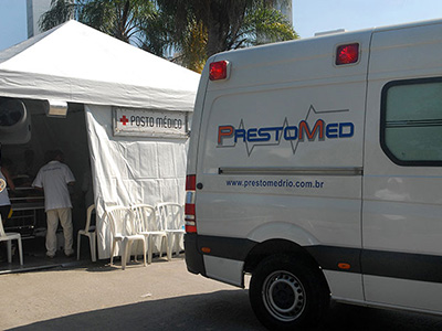 Vista externa do posto médico e ambulância da PrestoMed